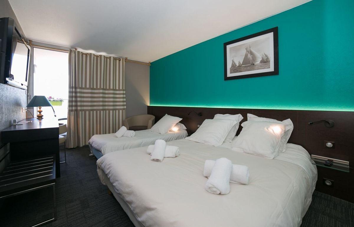 hotel-thalassa-camaret-chambres-privilege-triple-balcon_opt