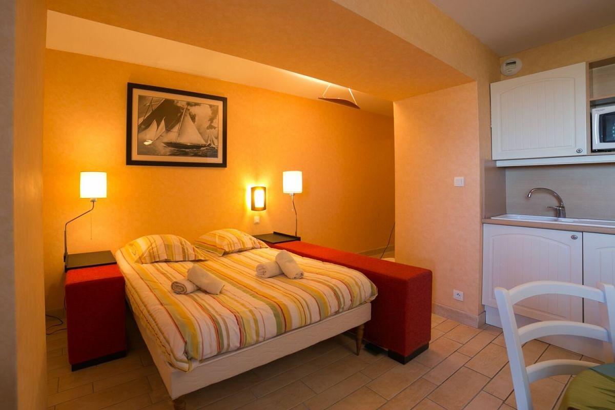 residence-appartement-bellevue-camaret-vue-mer-chambre
